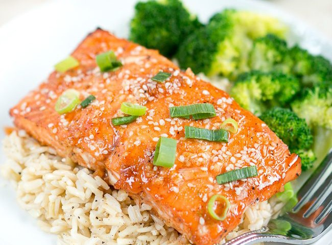 Honey Sriracha Salmon - A super easy and flavorful salmon dish full of heart-healthy protein, vitamin A and omega-3 fatty acids!