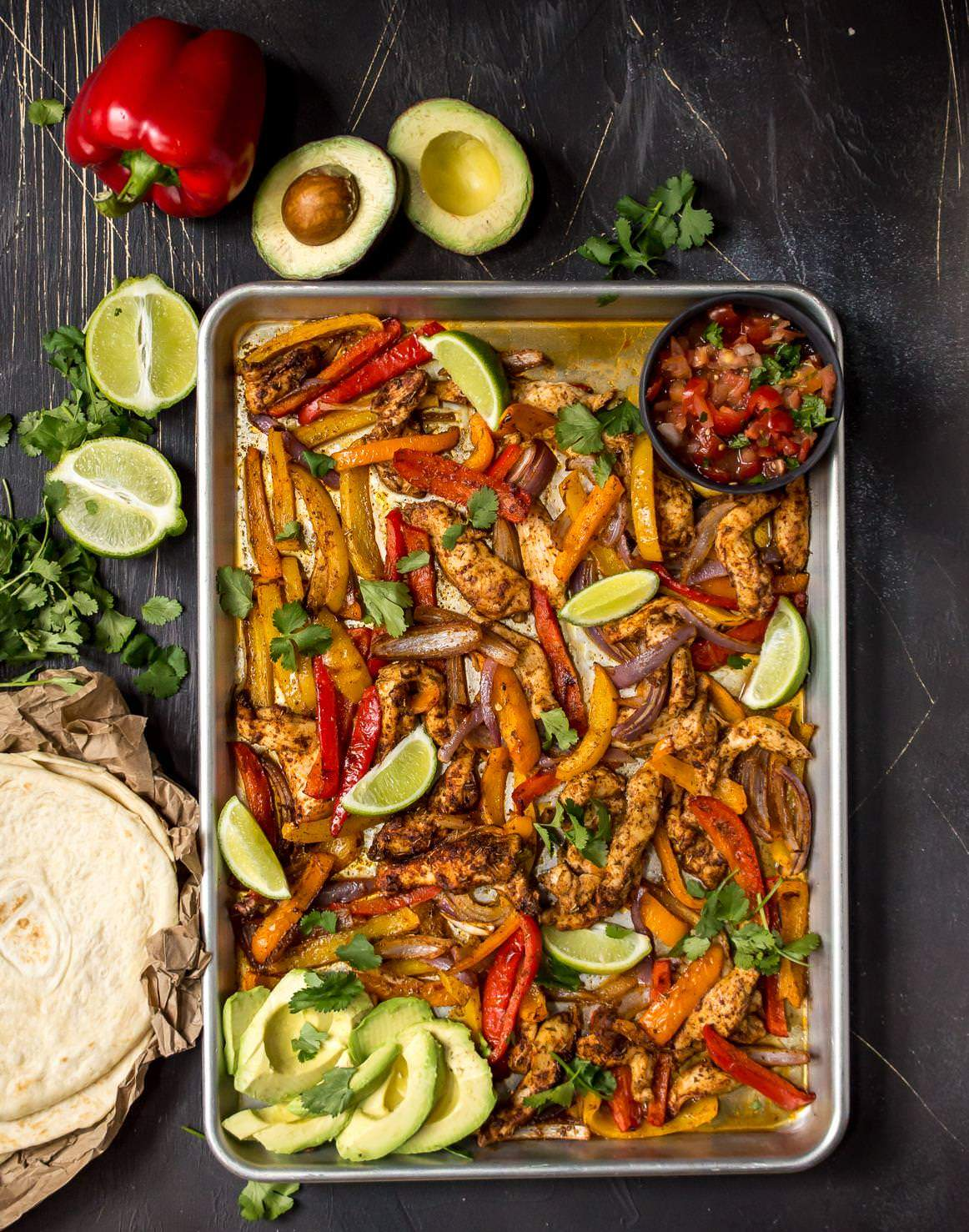 whole30 dinner of sheet pan chicken fajitas
